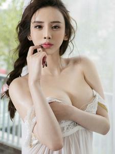 美胸女神于思琪妩媚迷人露沟销魂写真