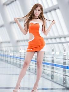 韩国尖下巴美女车模翘臀粉嫩高挑迷人