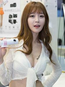 韩国超短牛仔裤平安彩票app车模露美胸脯写真