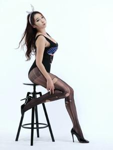 韩国平安彩票app破洞黑丝写真翘臀诱人写真