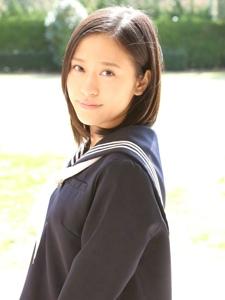 阳光制服甜美短发学生妹温馨靓丽魅力十足