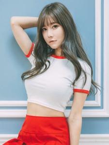 韩系平安彩票app短裙挺胸甜美粉嫩养眼写真