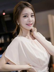 韩系高挑细白美腿漂亮女孩粉嫩气质温馨可人