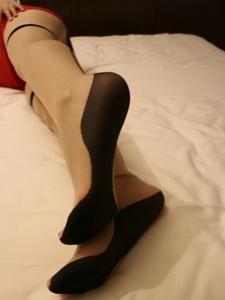 小图妹玉足丝袜美腿私房极致诱惑写真