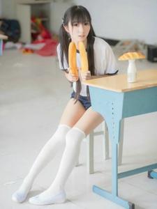白色絲襪清純雙馬尾學生妹甜美陽光寫真