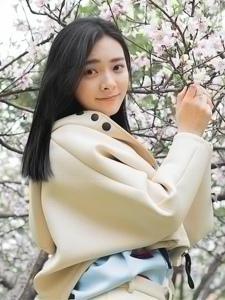 桃花树下的天生丽质漂亮平安彩票app温馨粉嫩魅力十足