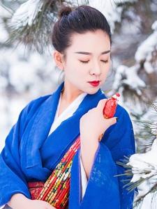 古装红唇美女雪地唯美迷人写真