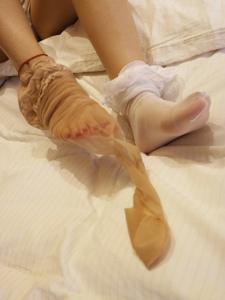 小图妹白丝与肉丝美腿的完美交融写真