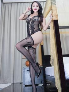 长腿情趣装模特Avril黑丝网袜诱惑写真