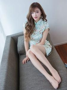 绿色旗袍平安彩票app性感丝袜写真妩媚动人