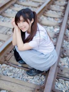 双马尾平安彩票app萝莉铁路制服写真清纯动人