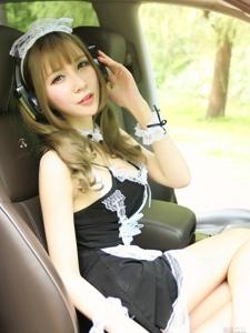 豪车里的性感女仆制服诱惑写真