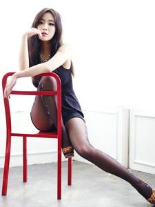 黑丝平安彩票app性感写真美腿高跟诱人