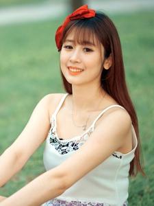 清纯美女户外短裙写真甜美迷人