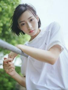 清新短发平安彩票app夏日清凉户外温馨写真