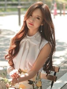 咖啡厅外的迷人模特阳光温馨写真充满女神范