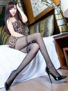 豹紋美女超級性感絲襪美腿寫真噴血誘惑寫真