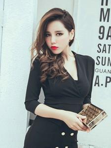 紅唇妖嬈美女模特職業裝包臀性感大秀身材
