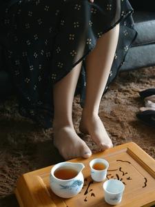 氣質美腿模特肉絲俏麗私房溫馨寫真