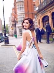 麦迪娜漫步伦敦街头