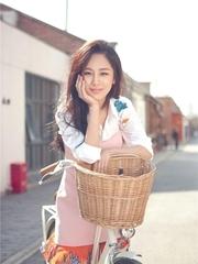 杨紫曝最新夏日写真