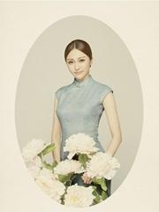 陈冰中式旗袍曲线玲珑 优雅尽显古典气质