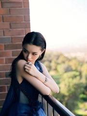 林允蓝色薄纱长裙 备战中美电影节