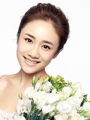 刘芸夏日裸妆写真 大秀雪嫩肌肤