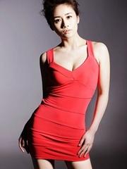 美女演员刘芸红色性感裙写真