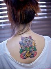 背部可愛招財貓刺青圖案