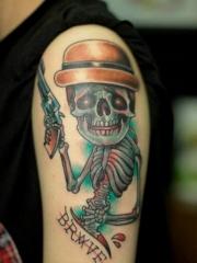 手臂上個性創意彩繪骷髏手槍紋身圖案