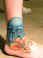一款腿部骷髅百合纹身图案