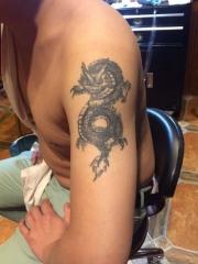 大臂经典个性邪龙纹身图案