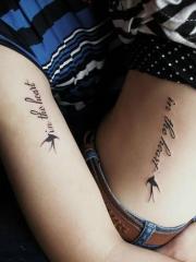 唯美情侣个性英文字母小鸟纹身图案