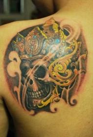 背部嘎巴拉皇冠彩色紋身圖案