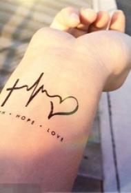 女生手腕上黑色線條文藝小清新心形心電圖紋身圖片