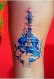 男生手臂上彩绘水彩素描创意伤疤修复吉他纹身图片