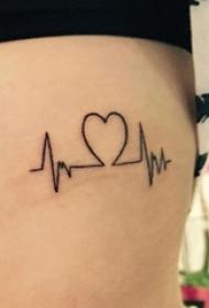 女生側腰上黑色線條創意文藝心電圖紋身圖片