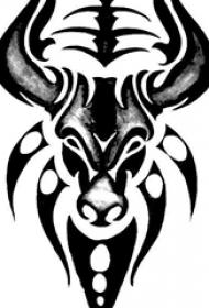 男性喜欢的超霸气黑色公牛图腾纹身手稿