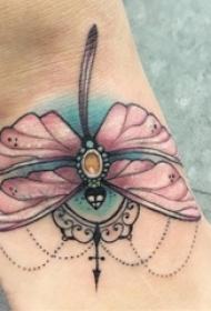 女生脚背上彩绘水彩素描创意蜻蜓纹身图片