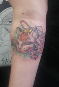 日式招财猫纹身女生手臂上日式招财猫面具纹身图片