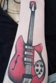 电吉他纹身 女生手腕上彩色的吉他纹身图片