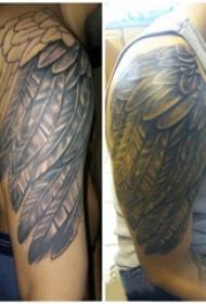 纹身天使翅膀 男生手臂上天使翅膀纹身图片