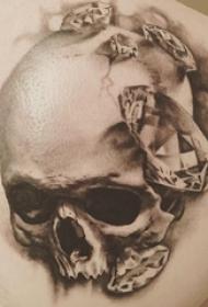 紋身骷髏頭 男生背部骷髏紋身鉆石圖片