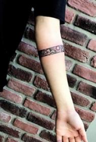 臂环纹身图案 多款手臂上黑灰纹身点刺技巧臂环纹身图案