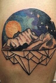 纹身星空 男生小腿上彩绘纹身星空图片