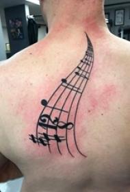 纹身音符图案 男生后背上黑色的音符纹身图片