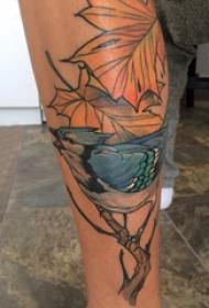 欧美小腿纹身 男生小腿上枫叶和小鸟纹身图片