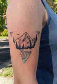 手臂山水纹身 女生大臂上水和山脉纹身图片