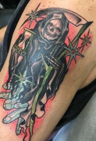 大臂紋身圖 男生大臂上彩色的死神鐮刀紋身圖片